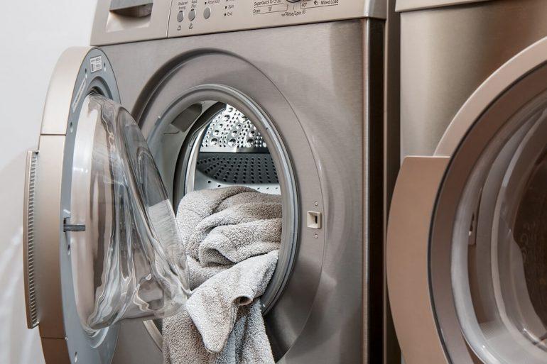 zápach z práčky