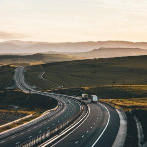 dlhá cesta autom a tablet doma