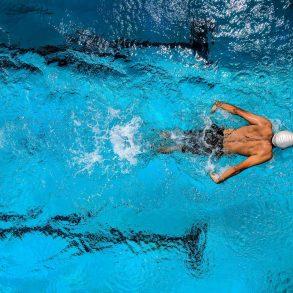 Prečo by ste mali chodiť plávať