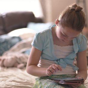 Koľko času by mali deti tráviť pred obrazovkou