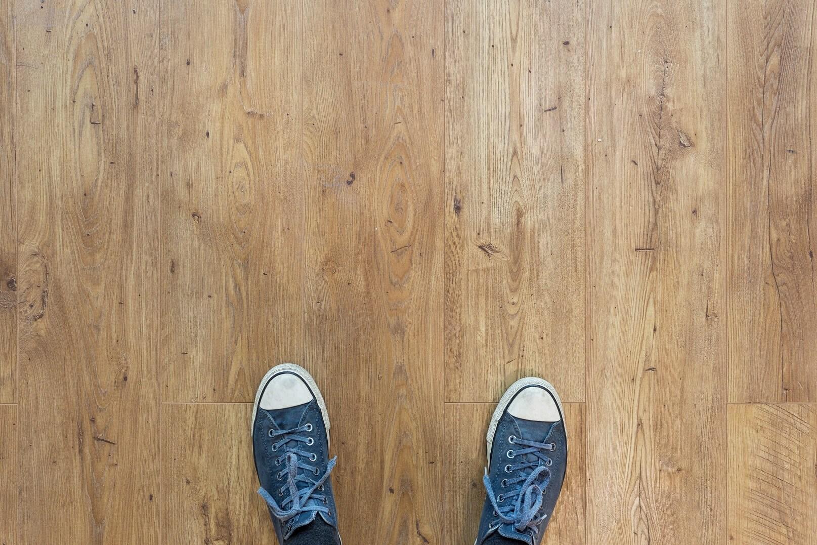 pozor na nohy