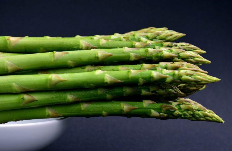Špargľa je zelenina plná vitamínov