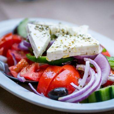 Grécky šalát a tzatziki