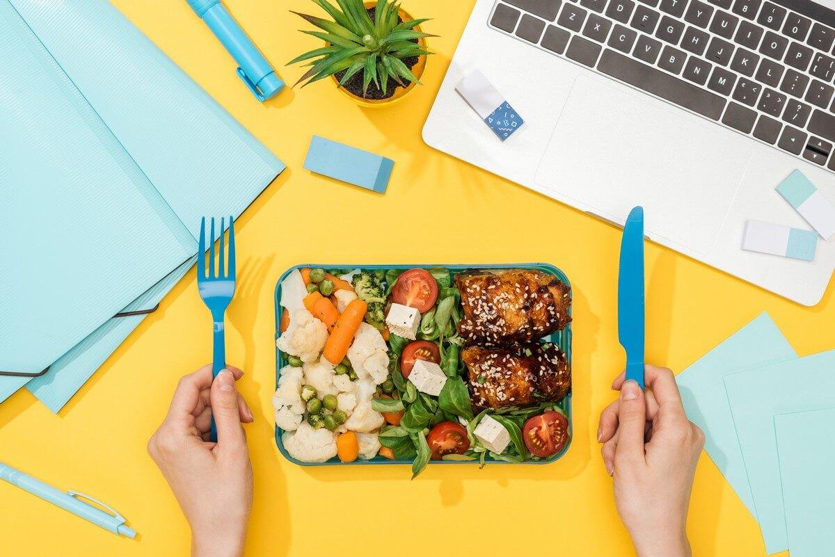 do práce beriete desiaty alebo uvarené jedlo z domova