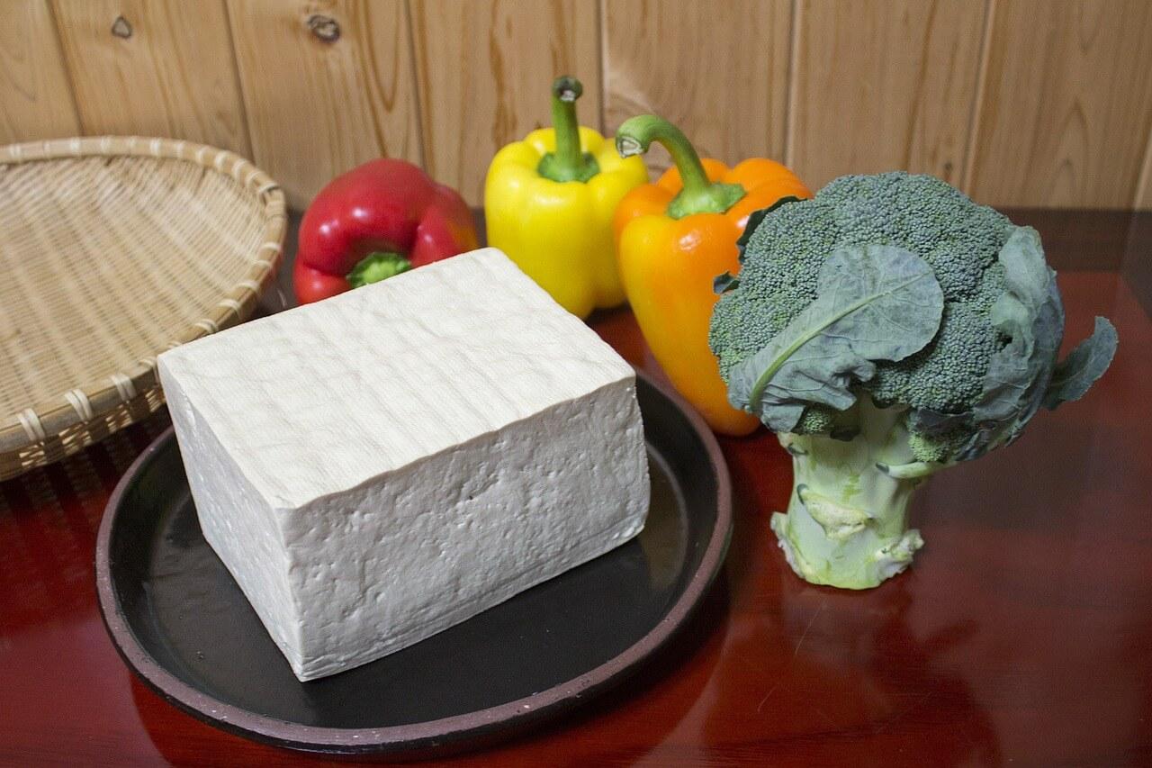 Na tofu praženicu potrebujeme