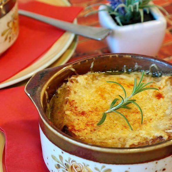 Skvelá francúzska cibuľová polievka