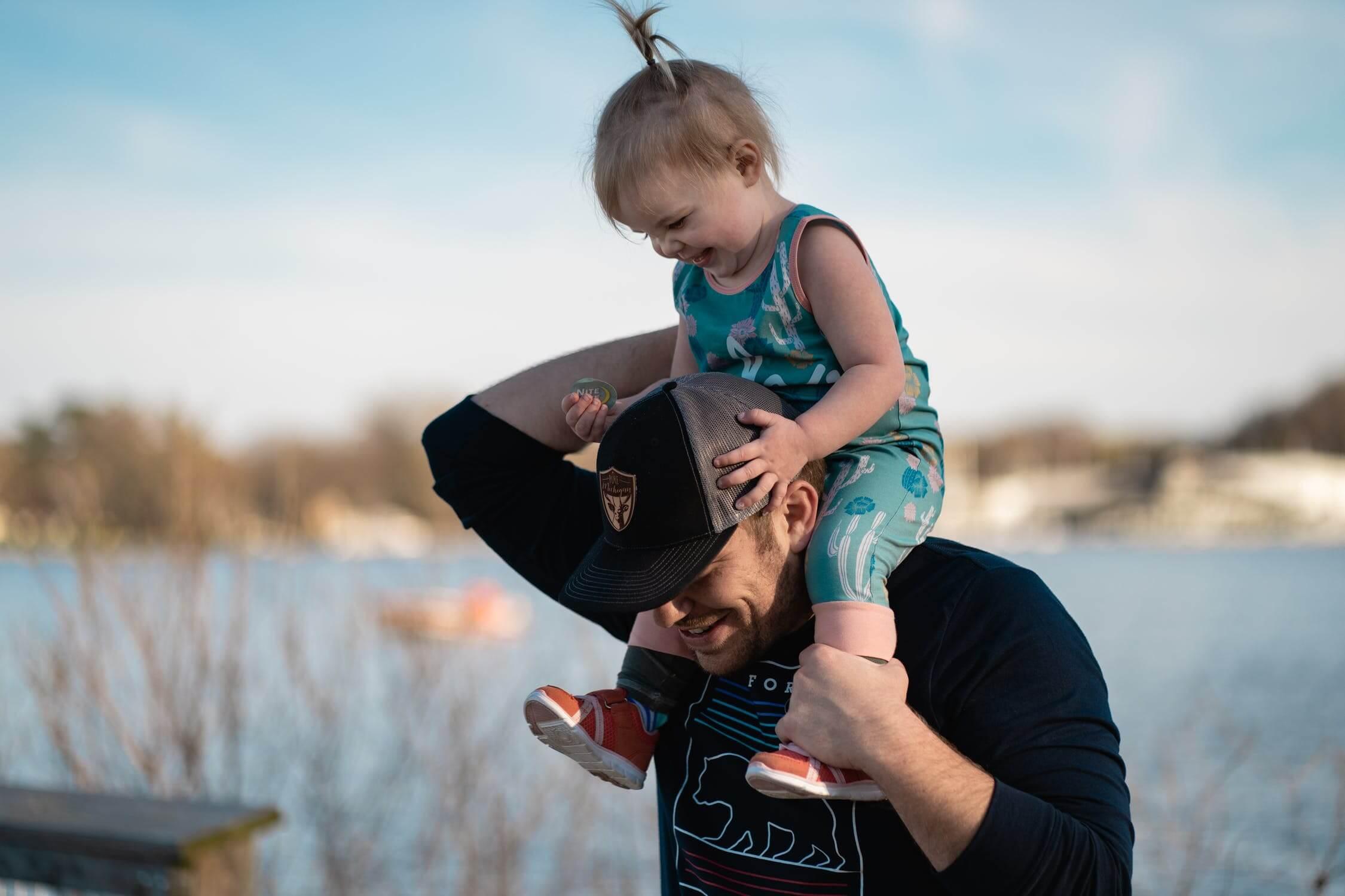 Helikoptérový rodič stráži každý krok dieťaťa
