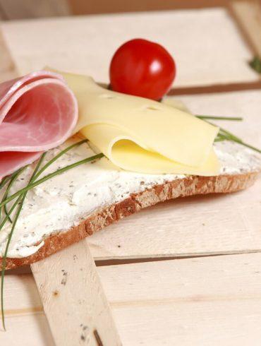 Špaldovo-jogurtový chlieb bez vajec a bez kysnutia