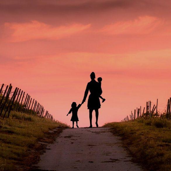 20 de citate frumoase despre maternitate