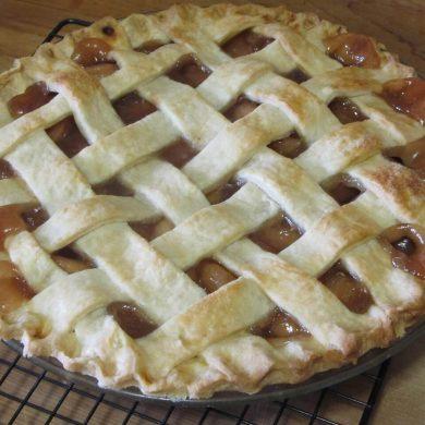 Süssünk ízletes rácsos almás pitét