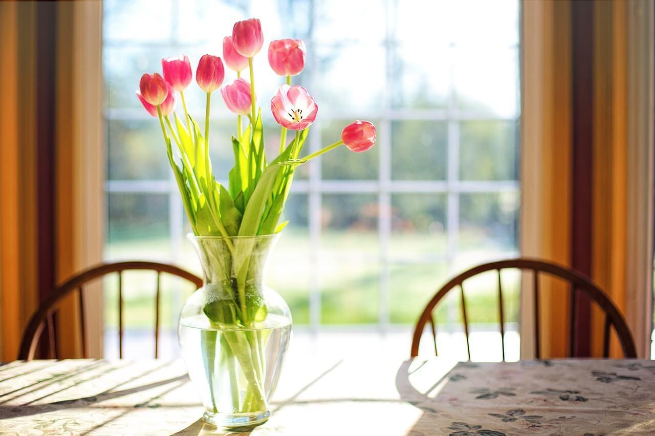 váza zo skla alebo keramik