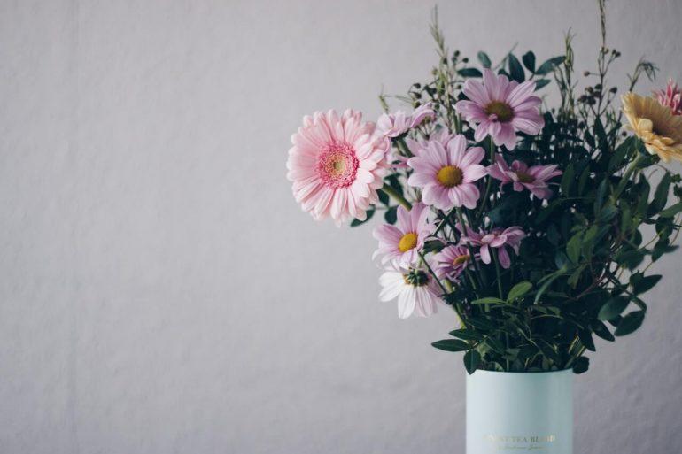 4 triky, ako udržať kvety vo váze čo najdlhšie čerstvé