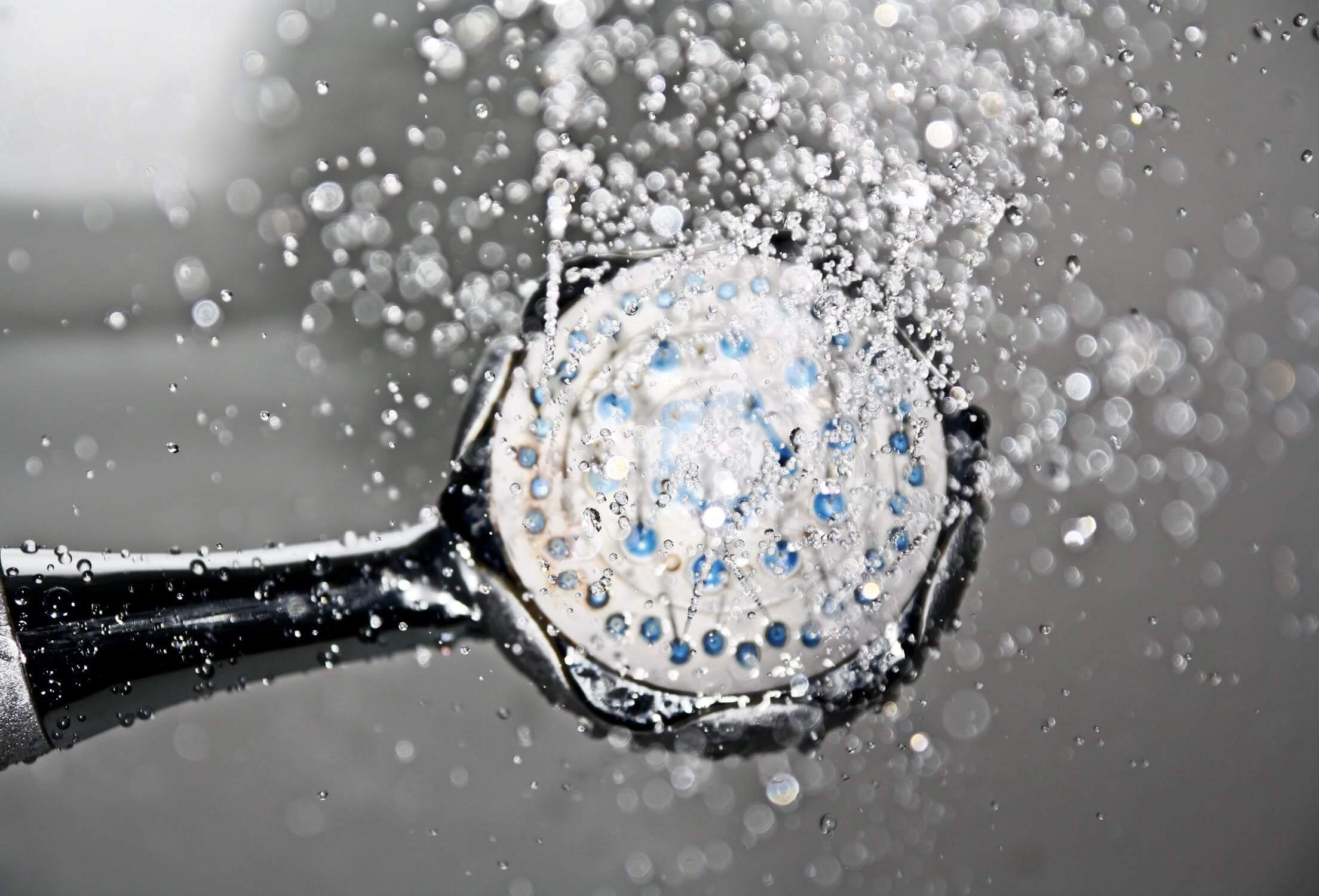 Ha illóolajokat használunk, egy kicsit beszennyezhetik a zuhanyzófülkét.