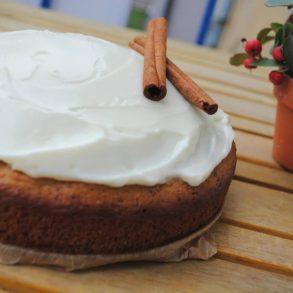 Prăjitură de iarnă cu mere cu căciuliță înzăpezită