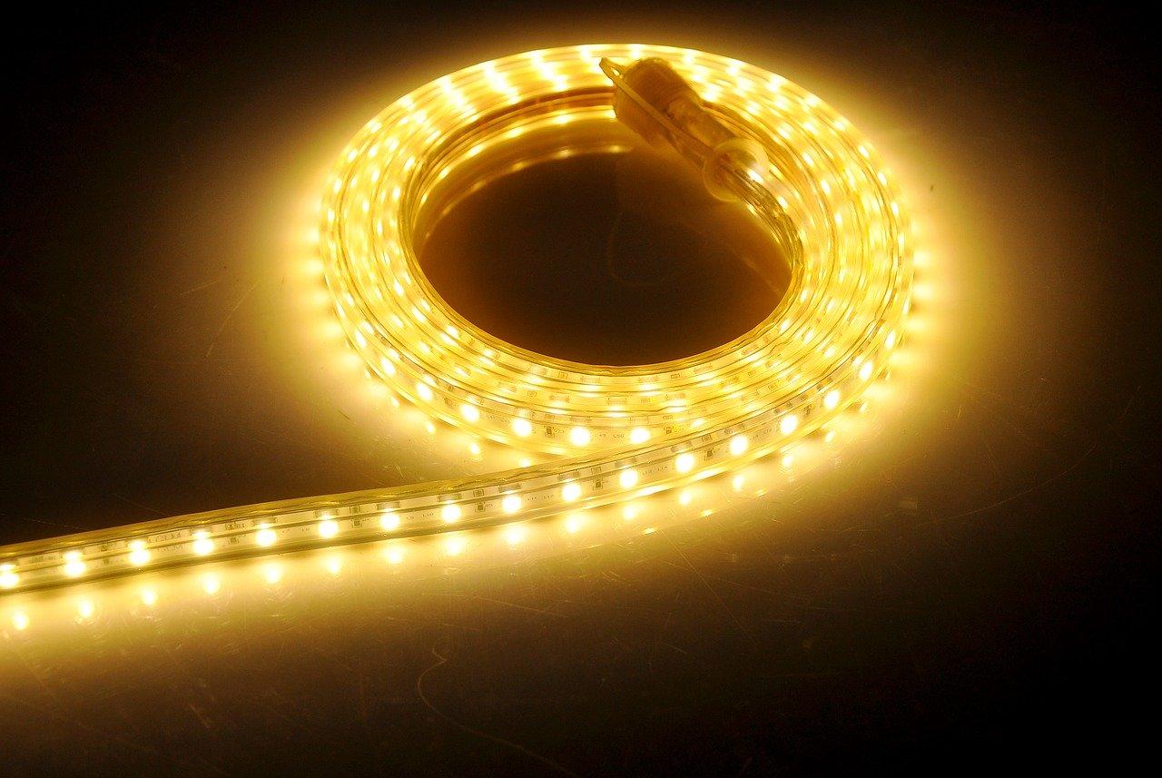 LED pásy potešia jednoduchou inštaláciou