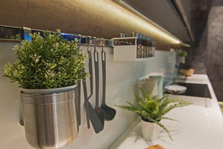 Ako využiť LED pásy v kuchyni?