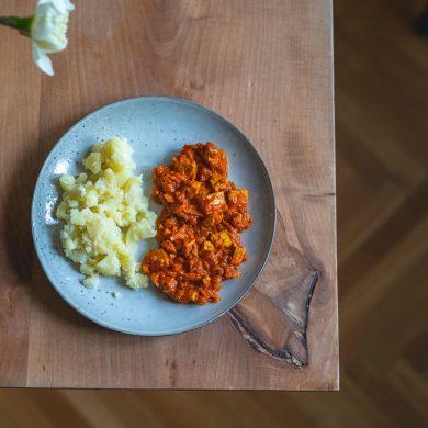 Rýchle zeleninové lečo s tofu a pučenými zemiakmi