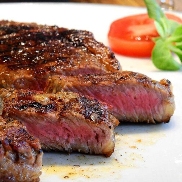Steak rostélyosból eszpresszó-csili öntetben