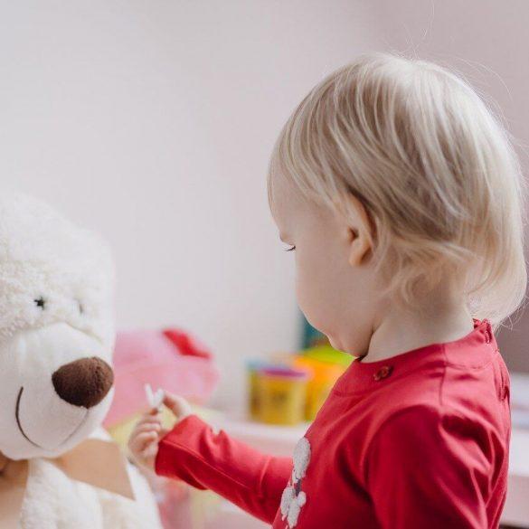 Hogyan tanítsuk meg a gyermeknek, hogy egyedül játszon