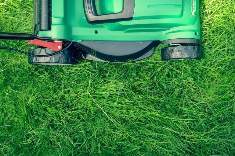 Ako kosiť trávnik