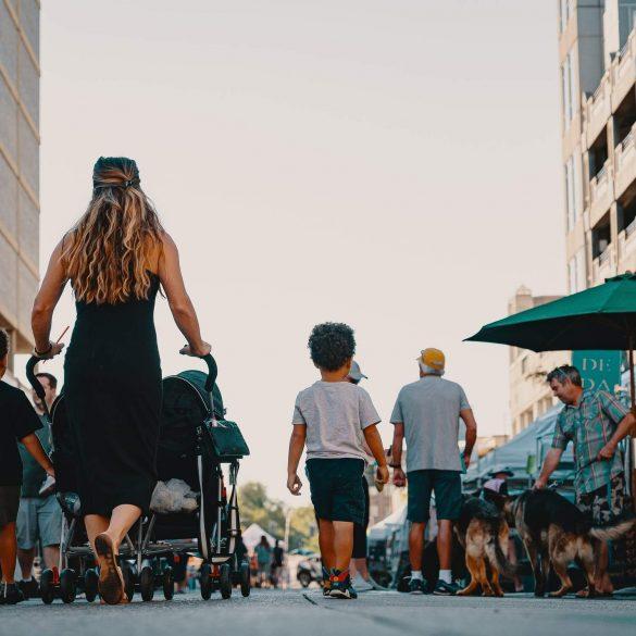5 najčastejších zlozvykov rodičov pri odchode na prechádzku