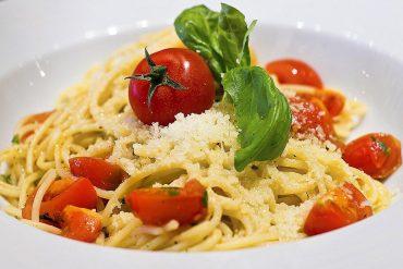 Villámgyors spagetti, almás palacsinta, tojásos-köménymagos leves