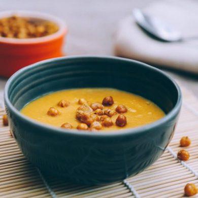 Cícerová polievka, špargľový krém, nátierka z hrášku
