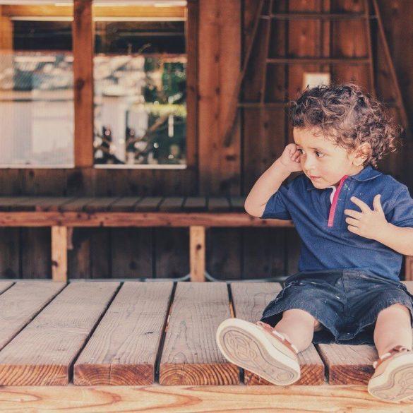 Hogyan viselkedjünk a gyerekkel, amikor először ellenáll