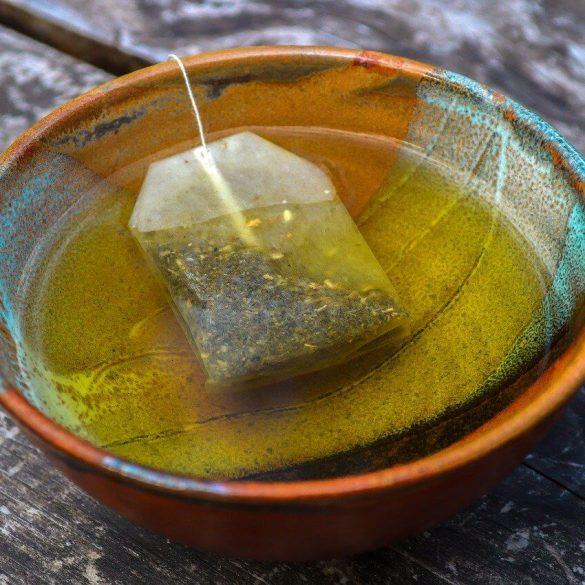 A használt teatasakokat kihasználhatjuk a beltérben és a kertben is