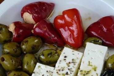 Grilovaná červená paprika plnená kozím syrom