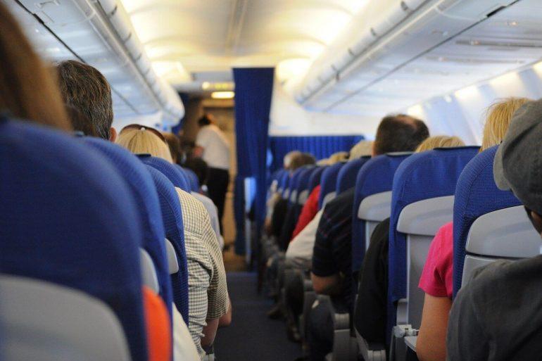 Cum să vă protejați de virus în timpul zborului