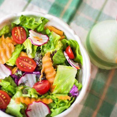 4 recepty na zdravé šalátové dresingy