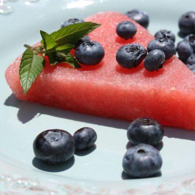 Melónový sorbet, domáci marhuľový jogurt a kalerábová krémová polievka s krutónmi