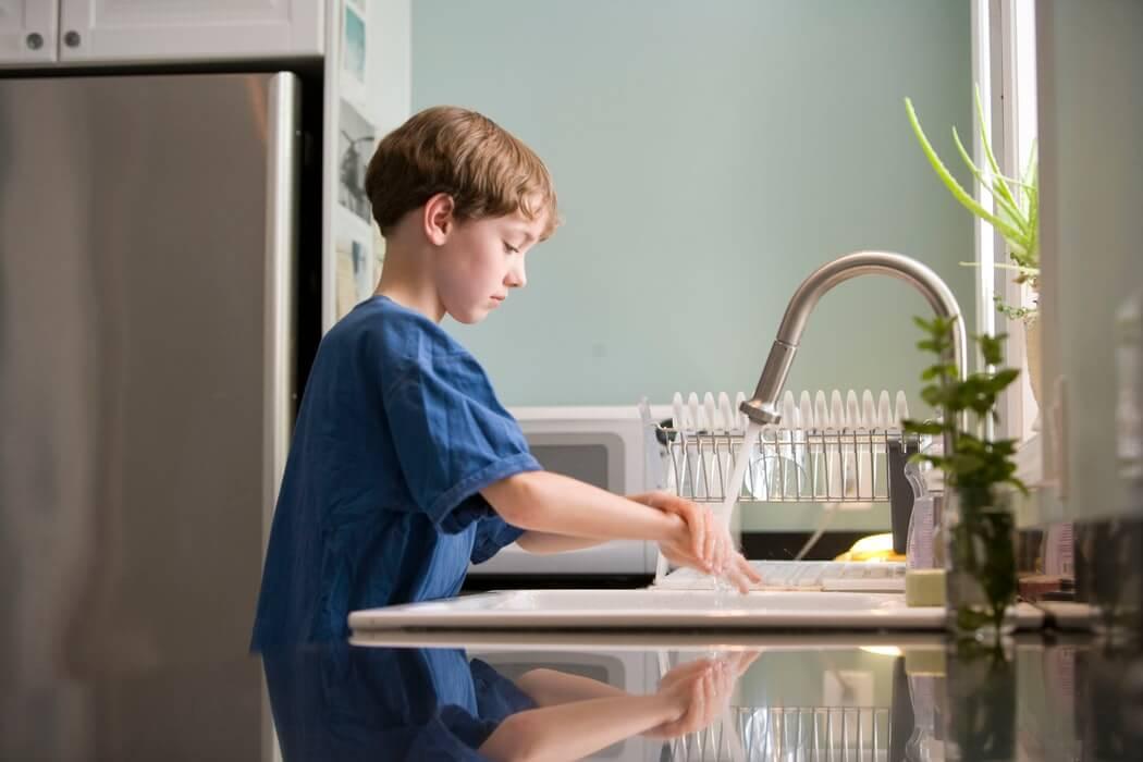 Ha a szemölcsök szaporodnak, a gyerek saját maga terjeszti, gyenge az immunrendszere