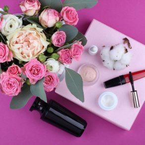 produse cosmetice esențiale pentru rutina de frumusețe