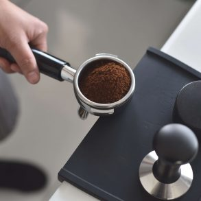 Az ezerarcú kávézacc