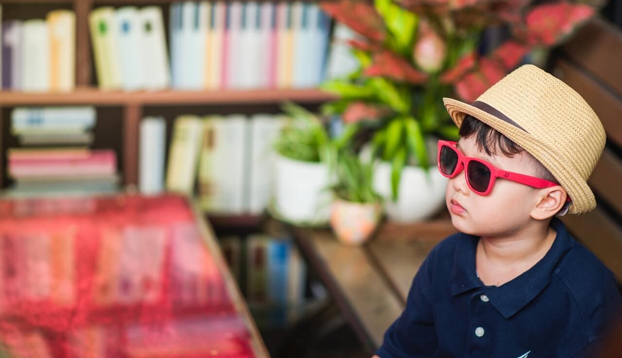Deti do 6 mesiacov nepotrebujú slnečné okuliare