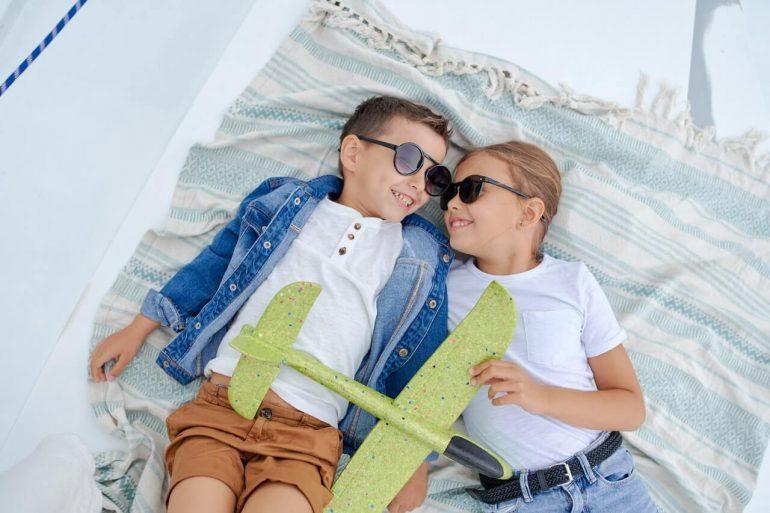 Sú slnečné okuliare vhodné pre malé deti?