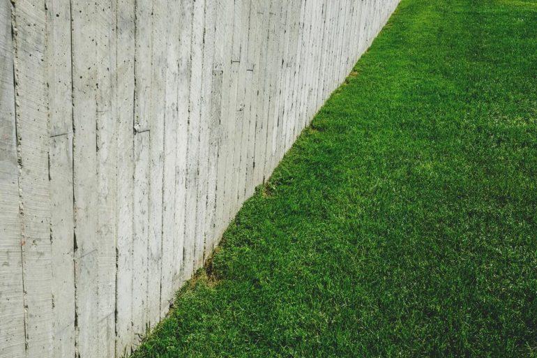 Akú starostlivosť potrebuje trávnik na jar?