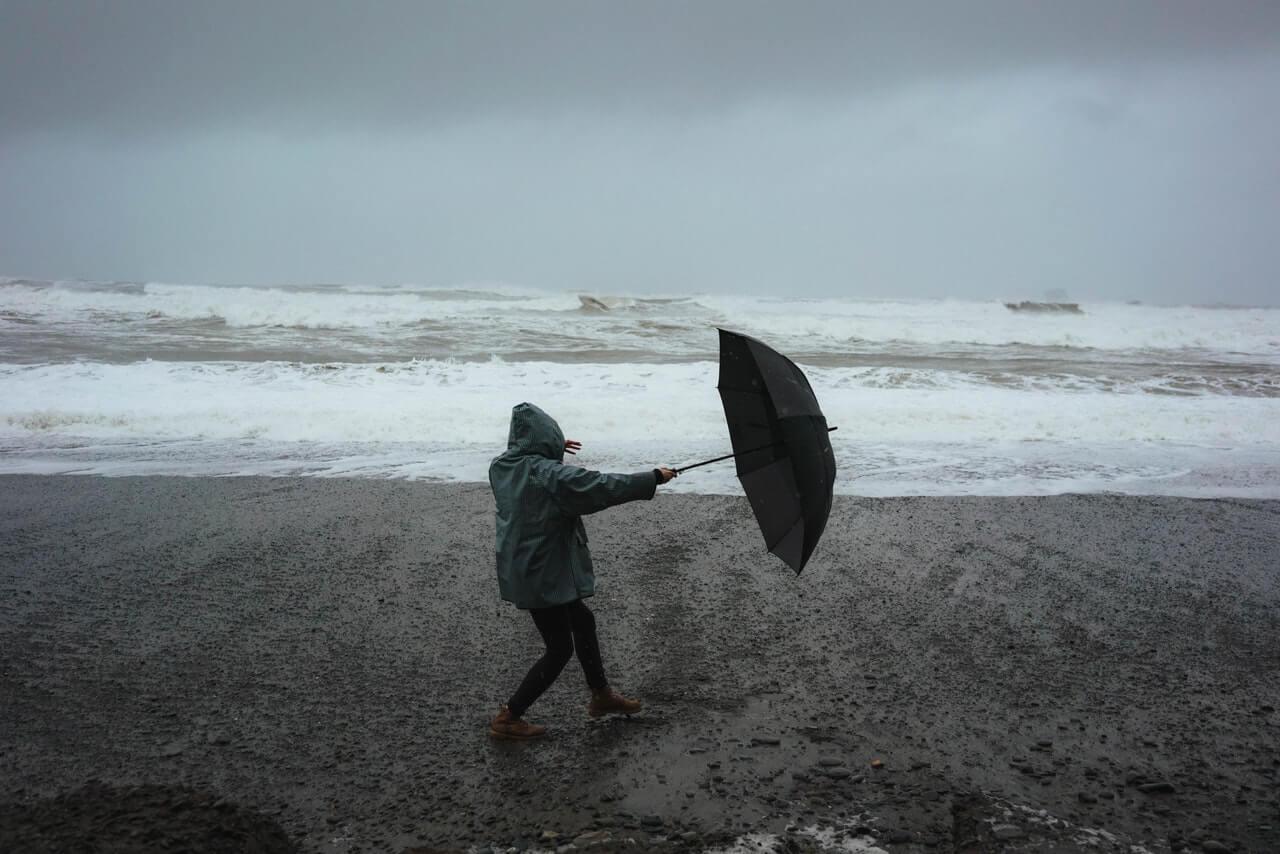 Dáždnik počas búrky
