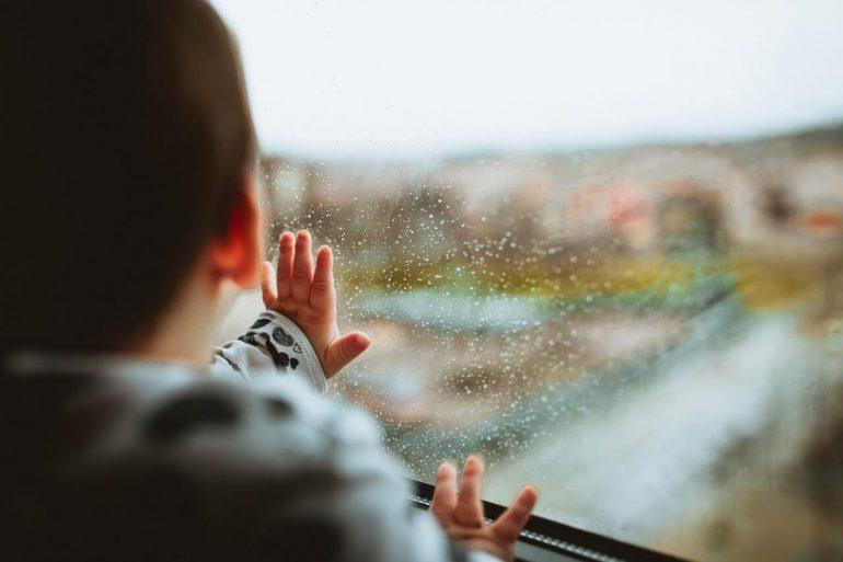 Čo robiť s deťmi, keď prší