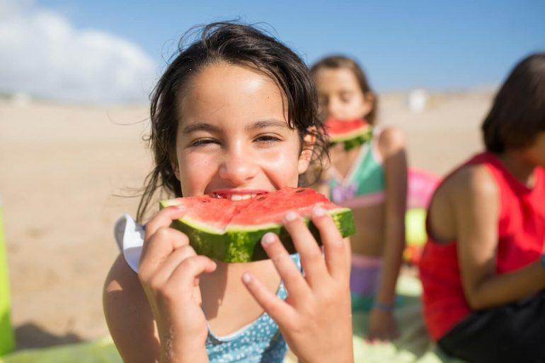 Aké jedlo a pitie zobrať deťom k vode?
