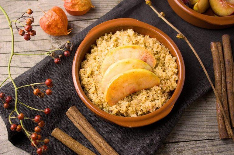 Quinoa, slivky, tvaroh