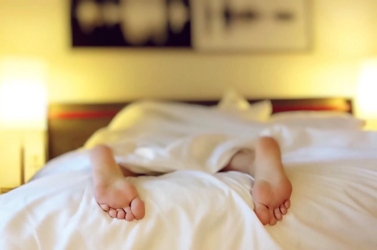 Ako správne spať na bruchu