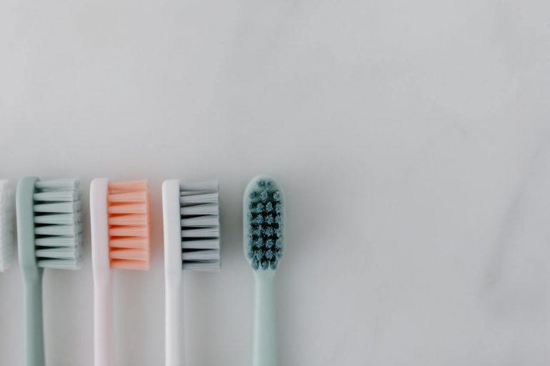 Nevyhadzujte hneď zubnú kefku