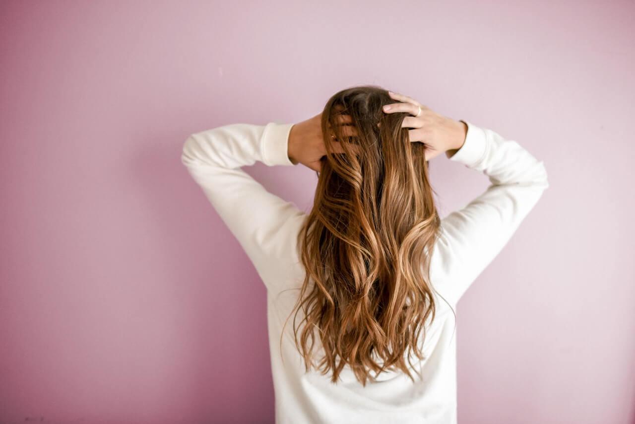 Vlasy si neumývajte často, skúste skôr prejsť na pravidelnú údržbu dvakrát do týždňa.
